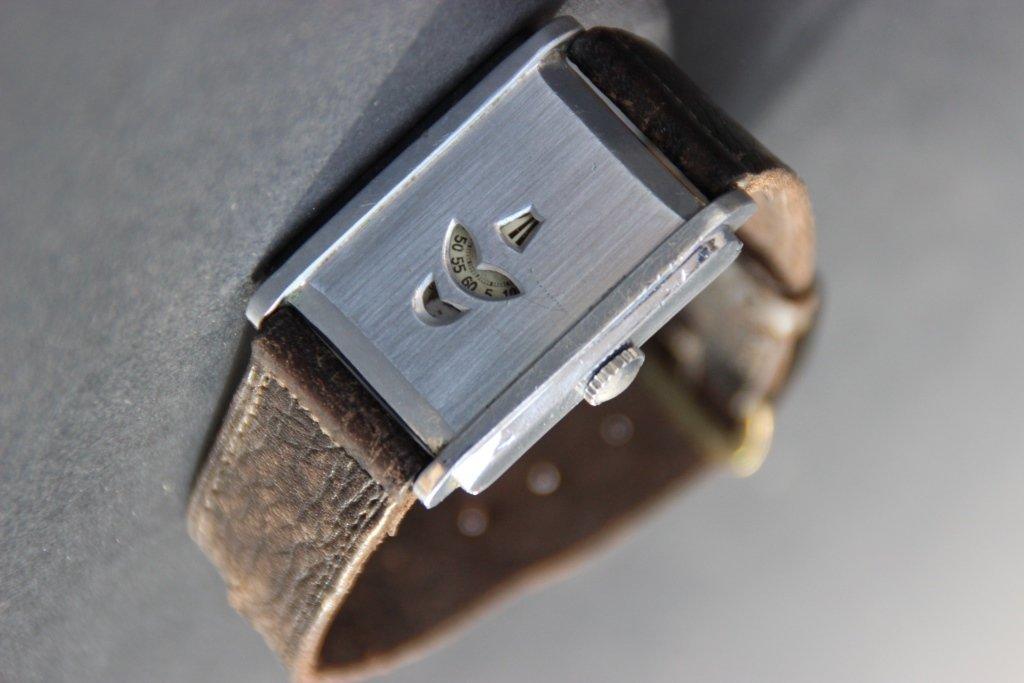 Rare montre en acier à cadran ajouré laissant
