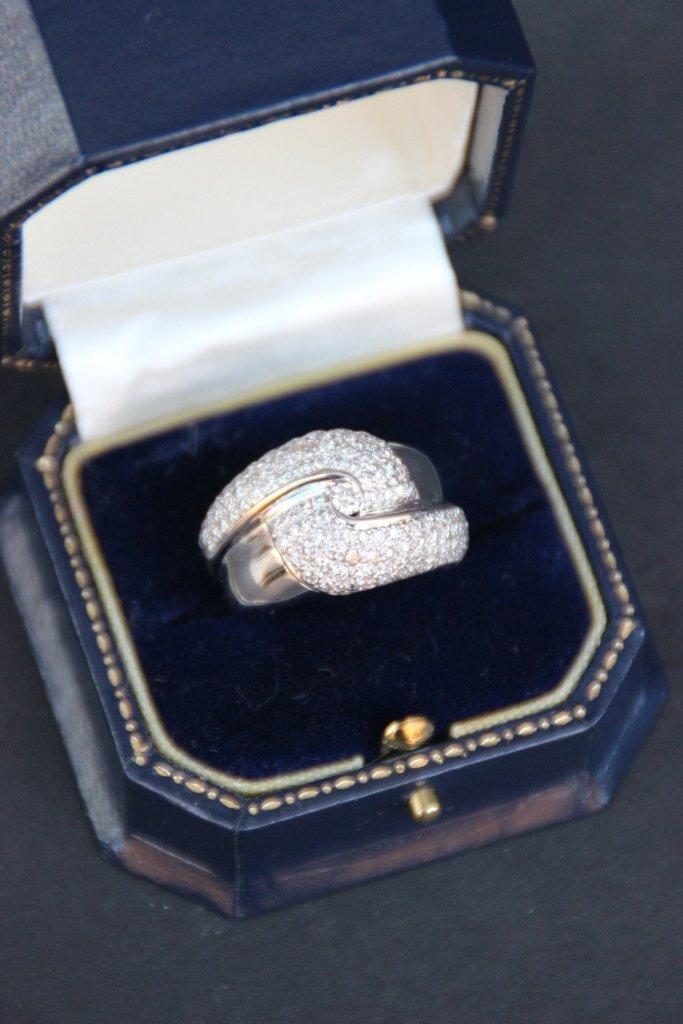 STORKS Bague en or blanc , pavage de diamants et petit