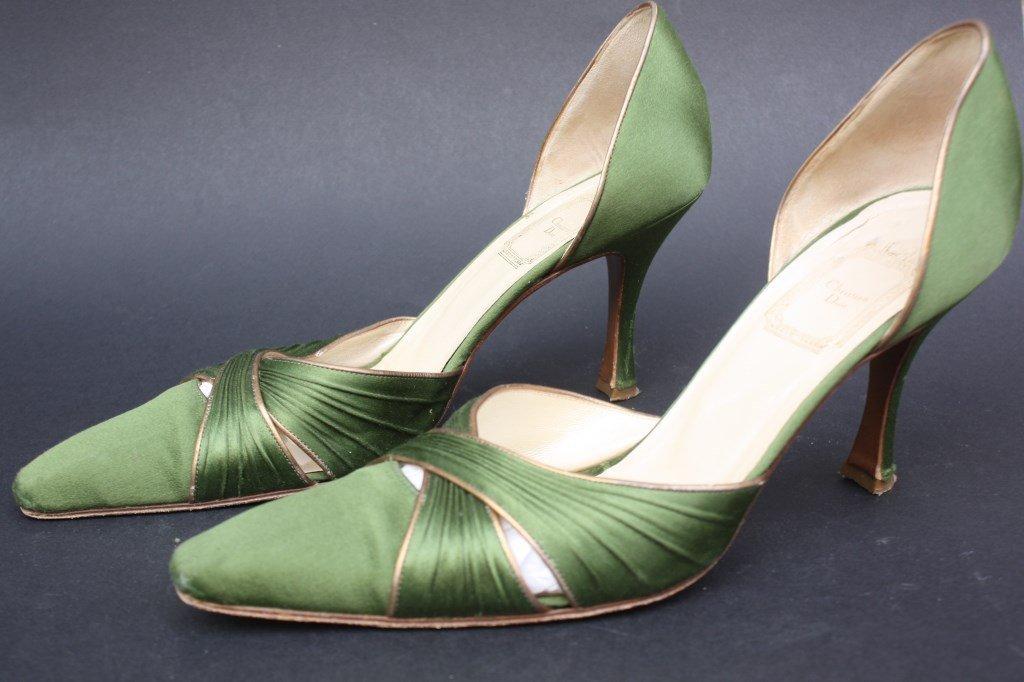 CHRISTIAN DIOR Escarpins en satin vert kaki Taille 39