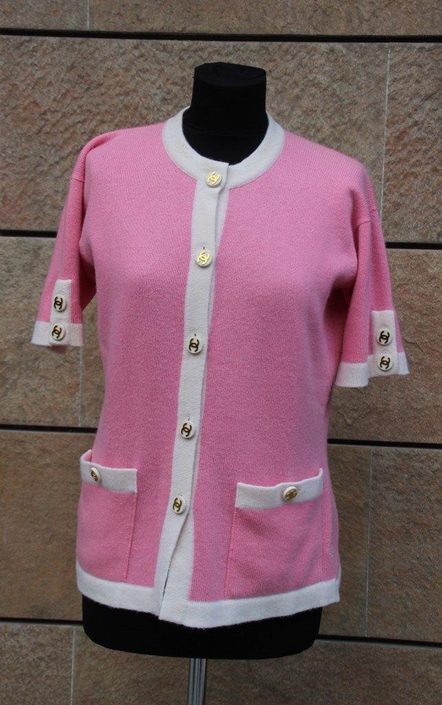 CHANEL Cardigan à manches courtes en laine rose pâle,