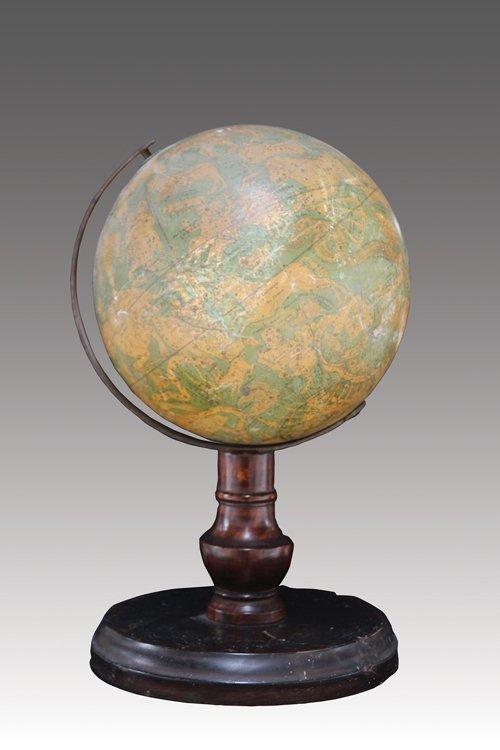 Globe céleste, signes zodiacaux. XIXe siècle H : 34 cm