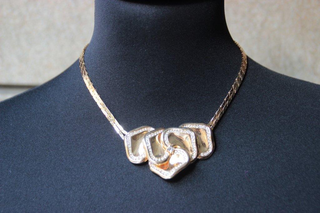 CHRISTIAN DIOR Collier en métal doré ras ducou