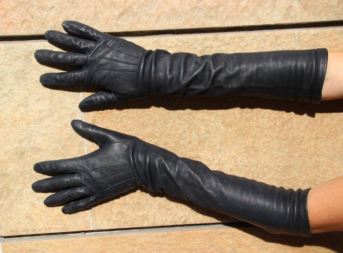 CELINE  Paire de longs gants en agneau noir, doublure