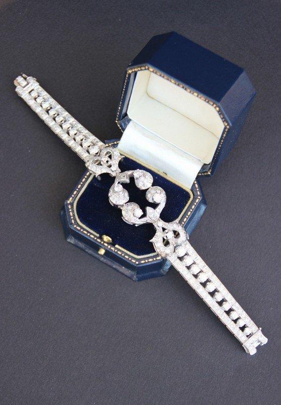 Bracelet en or blanc orné de nombreux brillants, avec