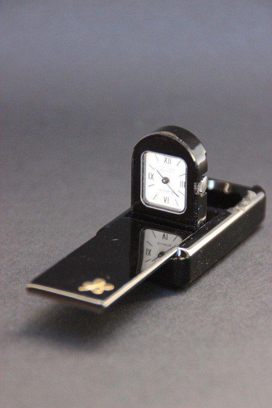 VAN CLEEF ET ARPELS Petite montre domino en bakélite