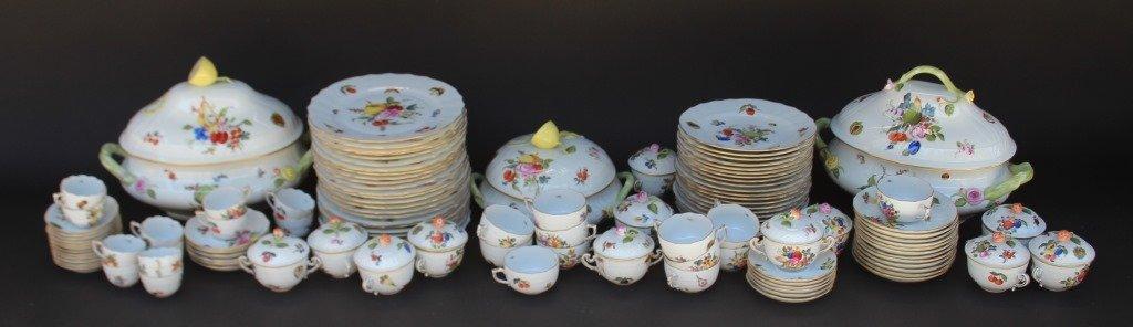 HEREND Important service de table en porcelaine modèle