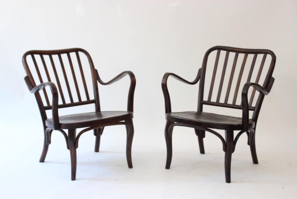 THONET - vers 1915. Paire de fauteuils en bois courbé