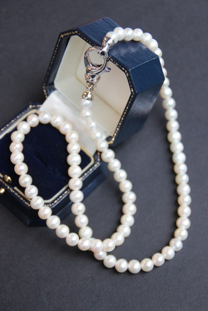 Collier de perles d'eau douce , fermoir en argent