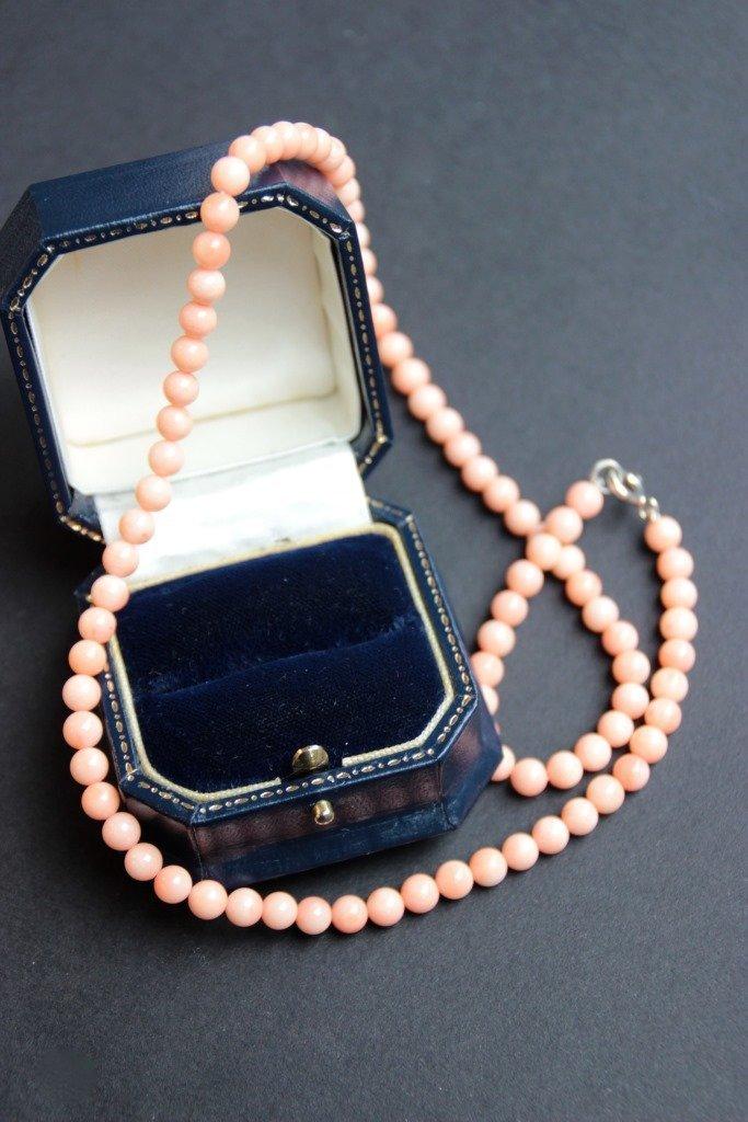 Collier de perles de corail peau d'ange, fermoir en
