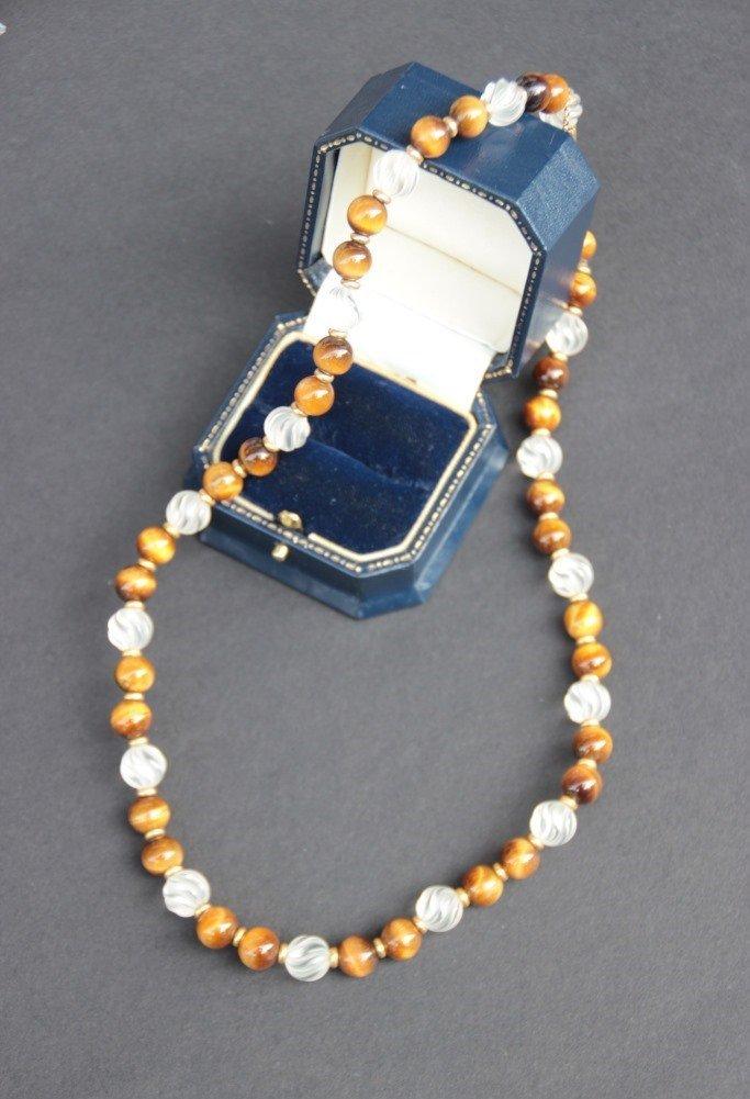 Collier composé de perles en œil de tigre et quartz