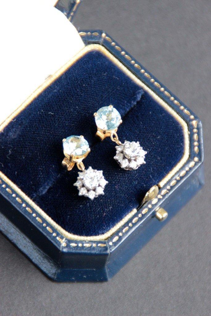 Paire de pendants d'oreille en or jaune et blanc ornés