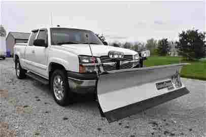 2004 Chevrolet K1500 Silverado pickup w/ blade