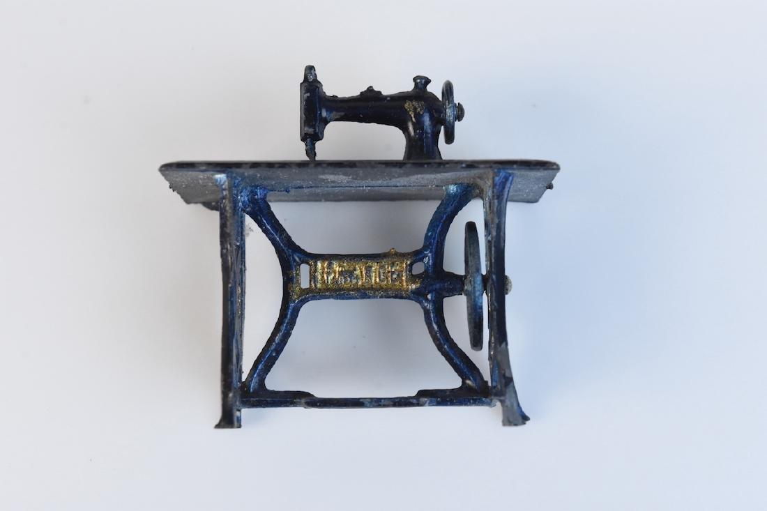 Miniature Tootsie Toy Cast Iron Doll Furniture - 7
