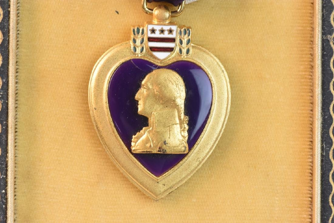 Unnamed Military Purple Heart Decoration - 5