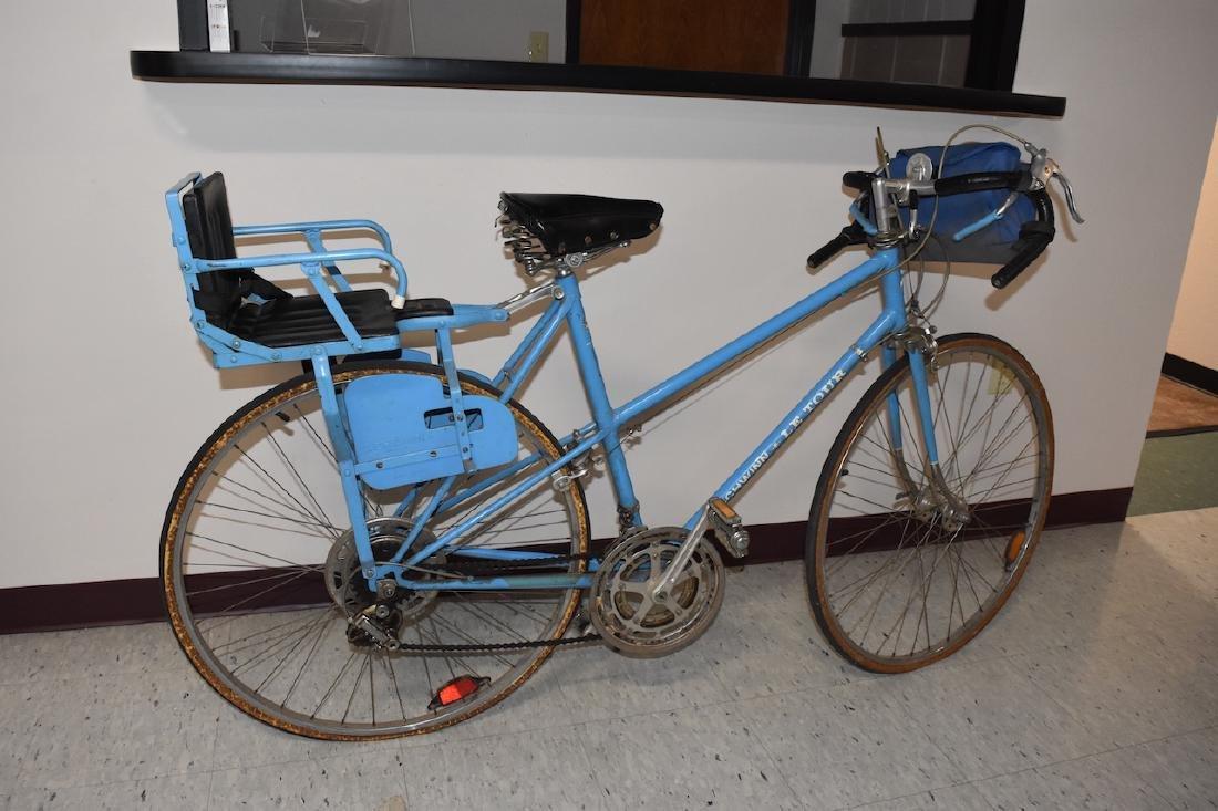 Schwinn Le Tour Bicycles w/ Vintage Kids Seat - 5