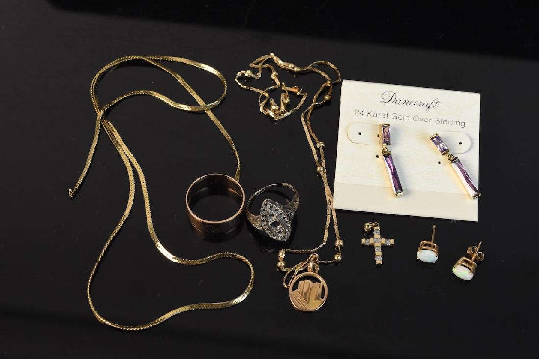 Assorted 10K & 18K Gold Jewelry