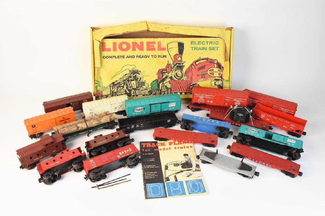 (15) Vintage Lionel Train Cars and Track