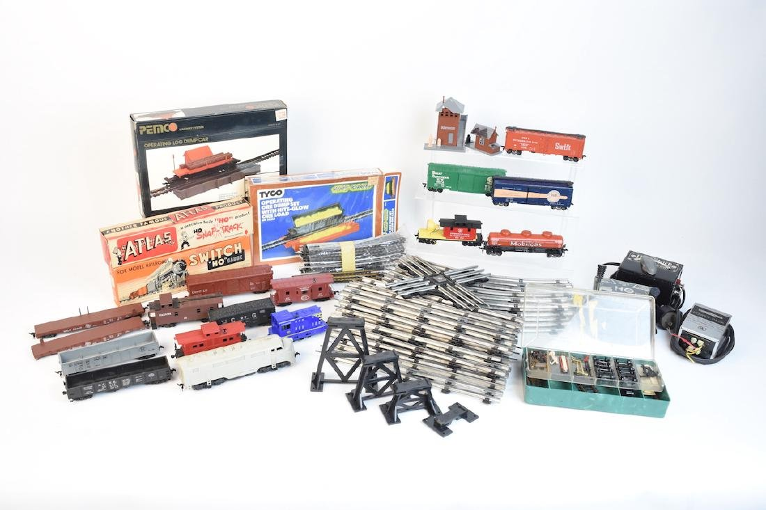 Model Train Cars, Track & Accessories; Marx