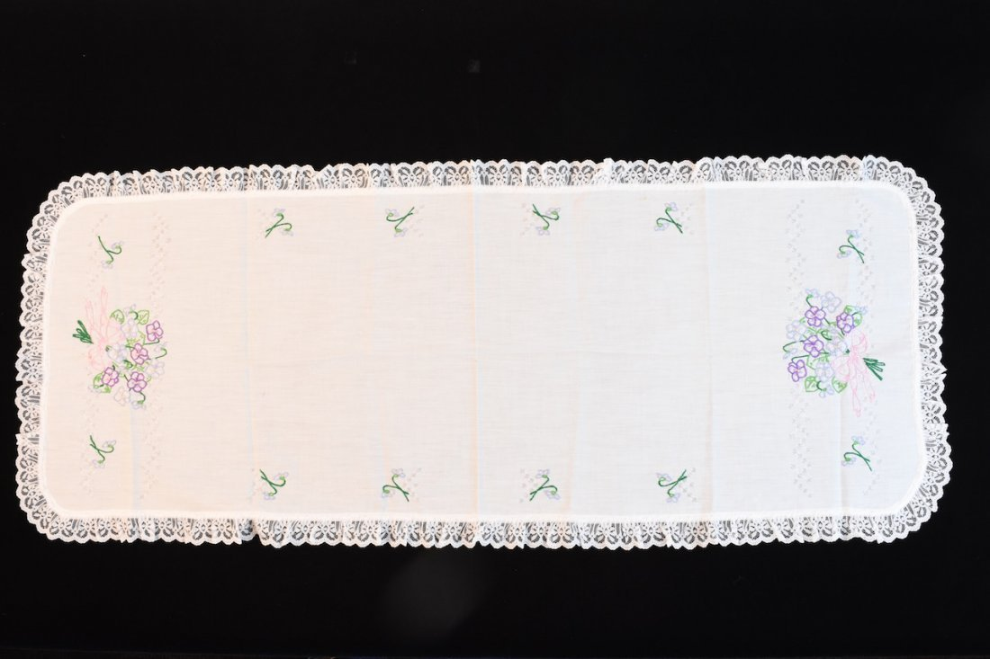 Vintage Assortment of Embroidered Linens - 4