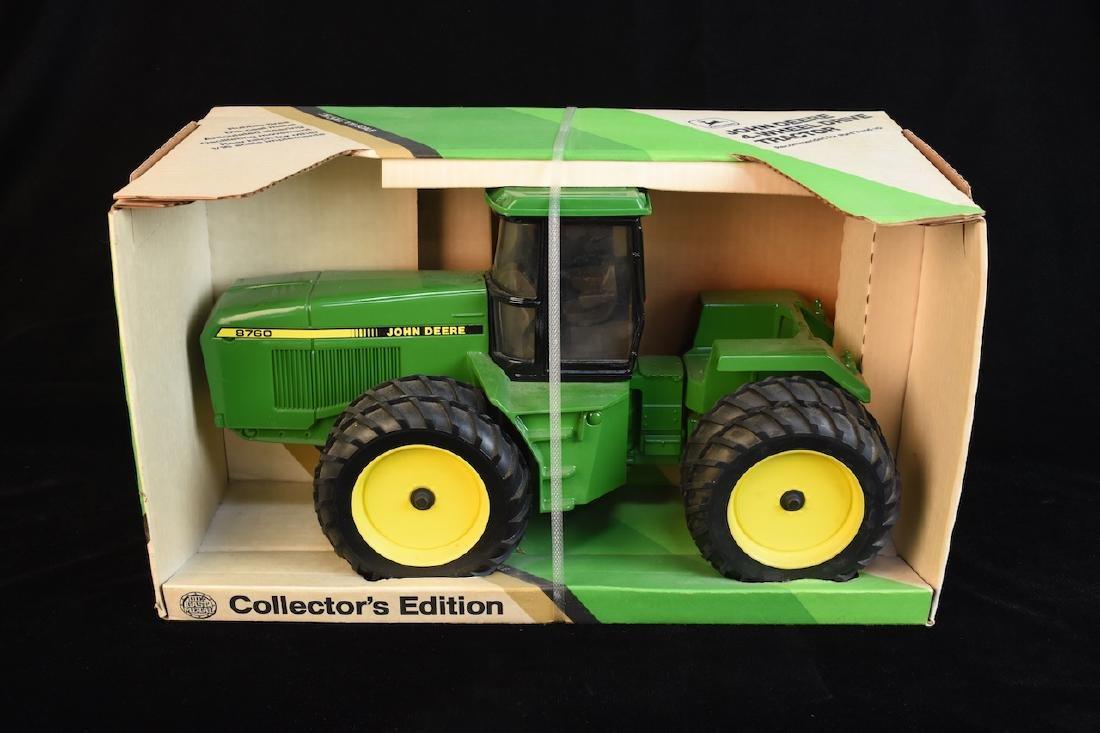 ERTL John Deere 4-Wheel Drive Tractor NIB, 1/16 Scale