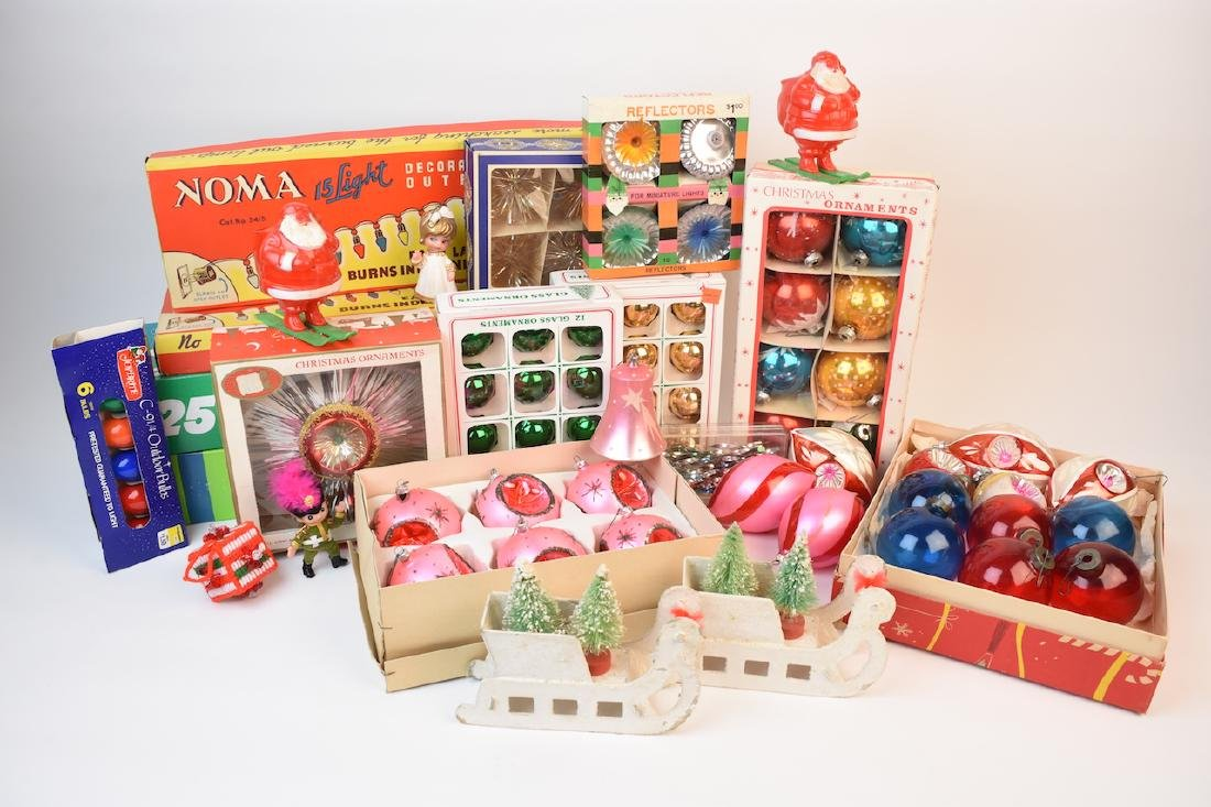 Vintage Christmas Ornaments, Lights & Decorations