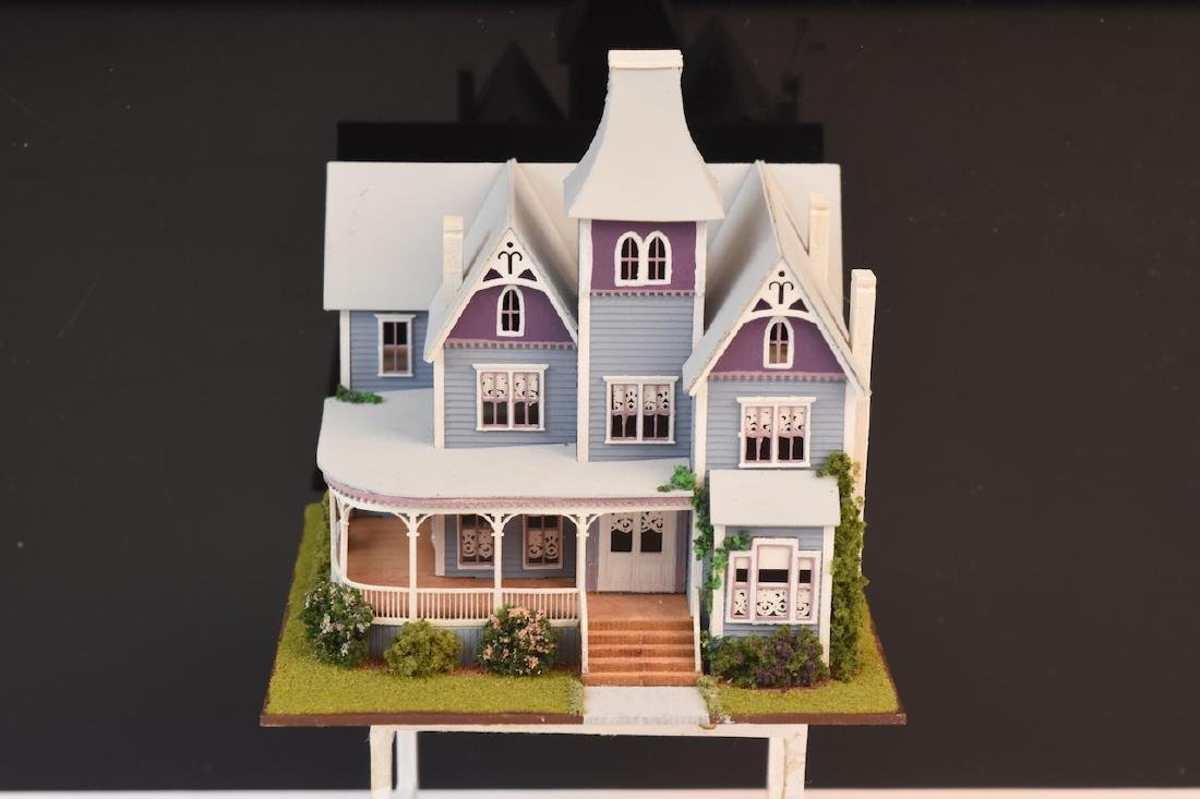 1:144 Micro Scale The Queen Anne Painted Lady - 2