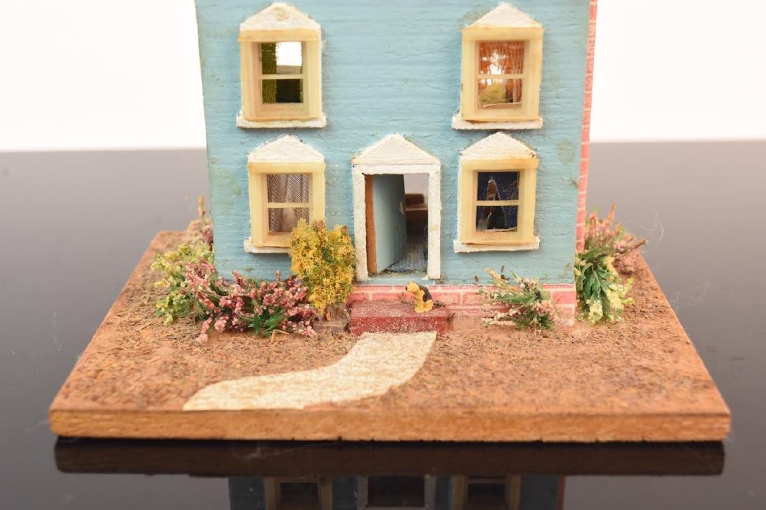 1:144 Scale Gazebo & Doll House, both assembled - 3
