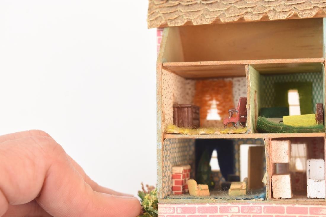 1:144 Scale Gazebo & Doll House, both assembled - 7