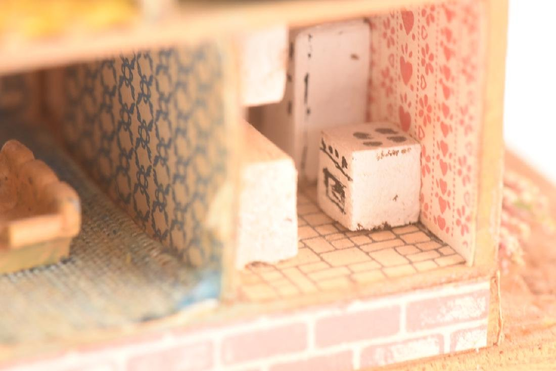 1:144 Scale Gazebo & Doll House, both assembled - 8