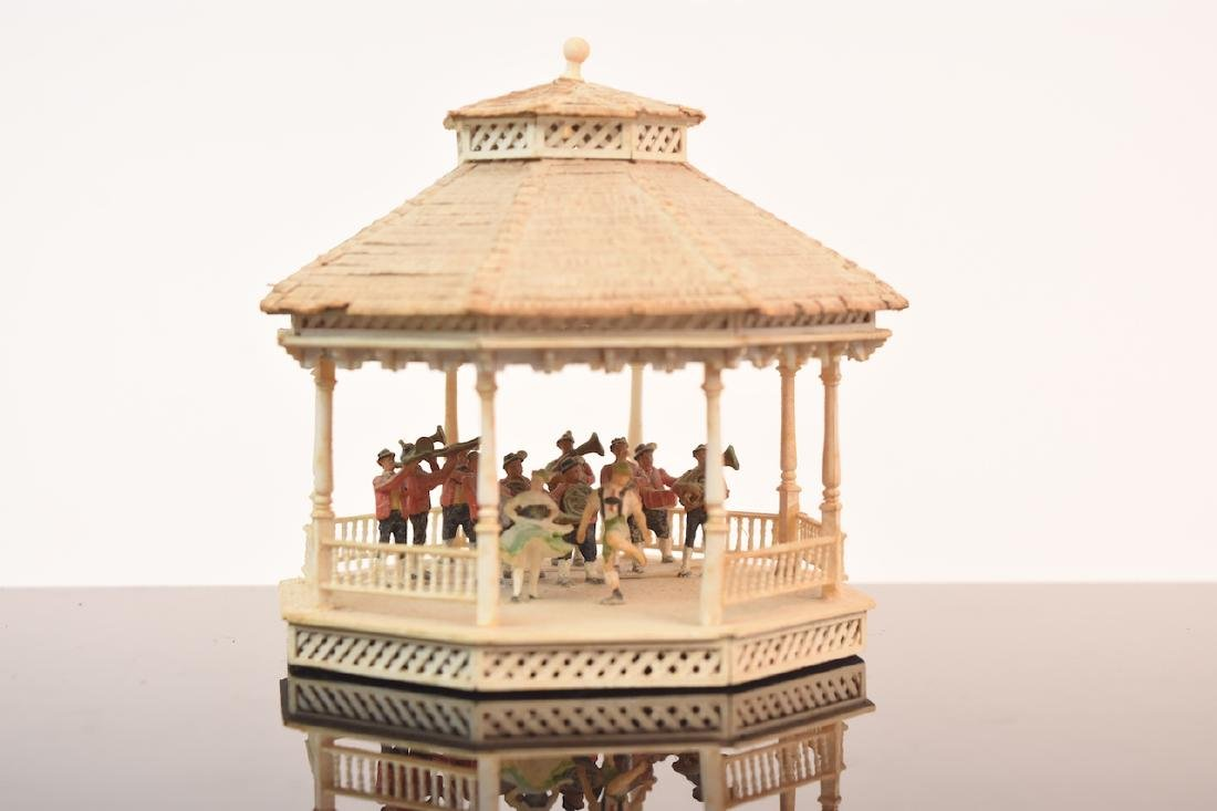 1:144 Scale Gazebo & Doll House, both assembled - 9