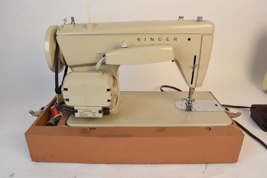 Singer Model 237 Zig-Zag Sewing Machine - 5