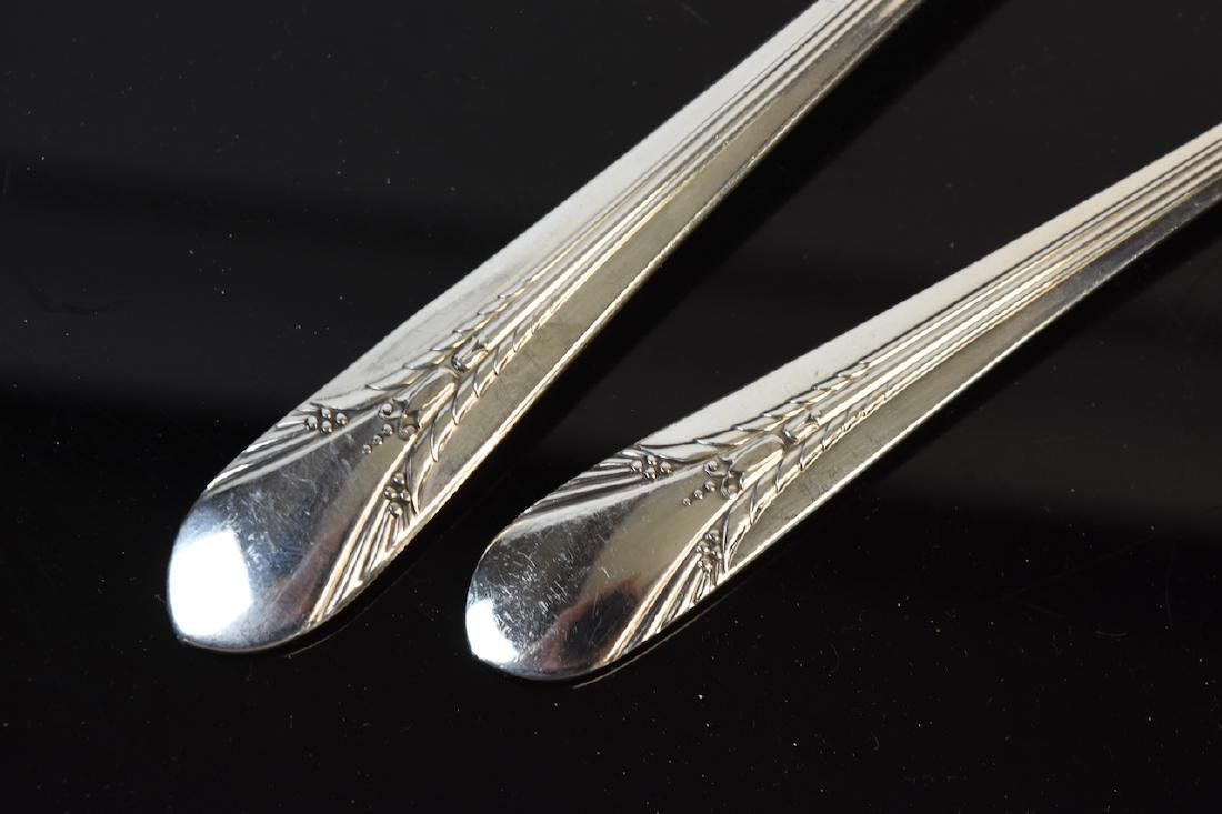 WM Rogers MFG Co. Flatware and Carvel Knives - 7