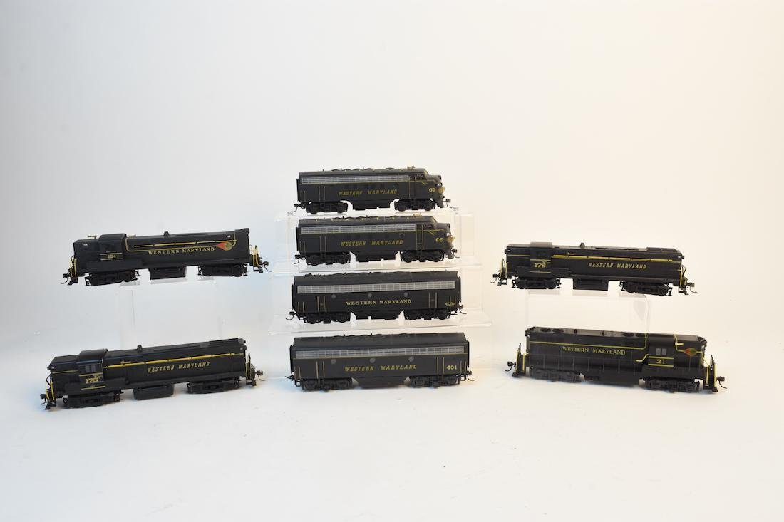 (8) Ho Scale KATO Model Train Engine and Cars