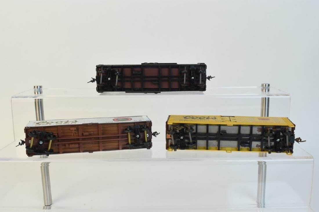 (11) HO Scale Model Freight Cars - 10