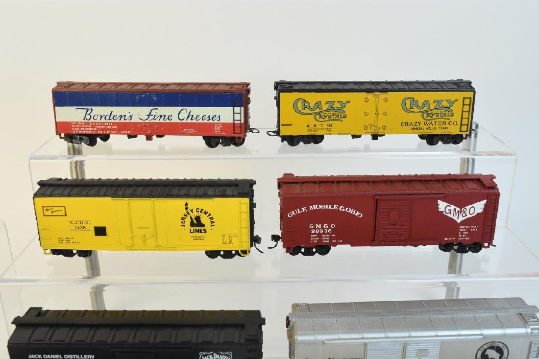 (11) HO Scale Model Freight Cars - 2