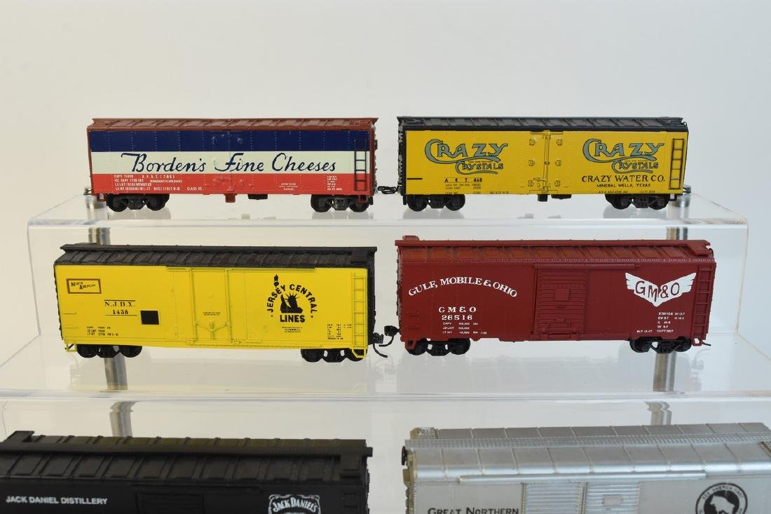 (11) HO Scale Model Freight Cars - 3