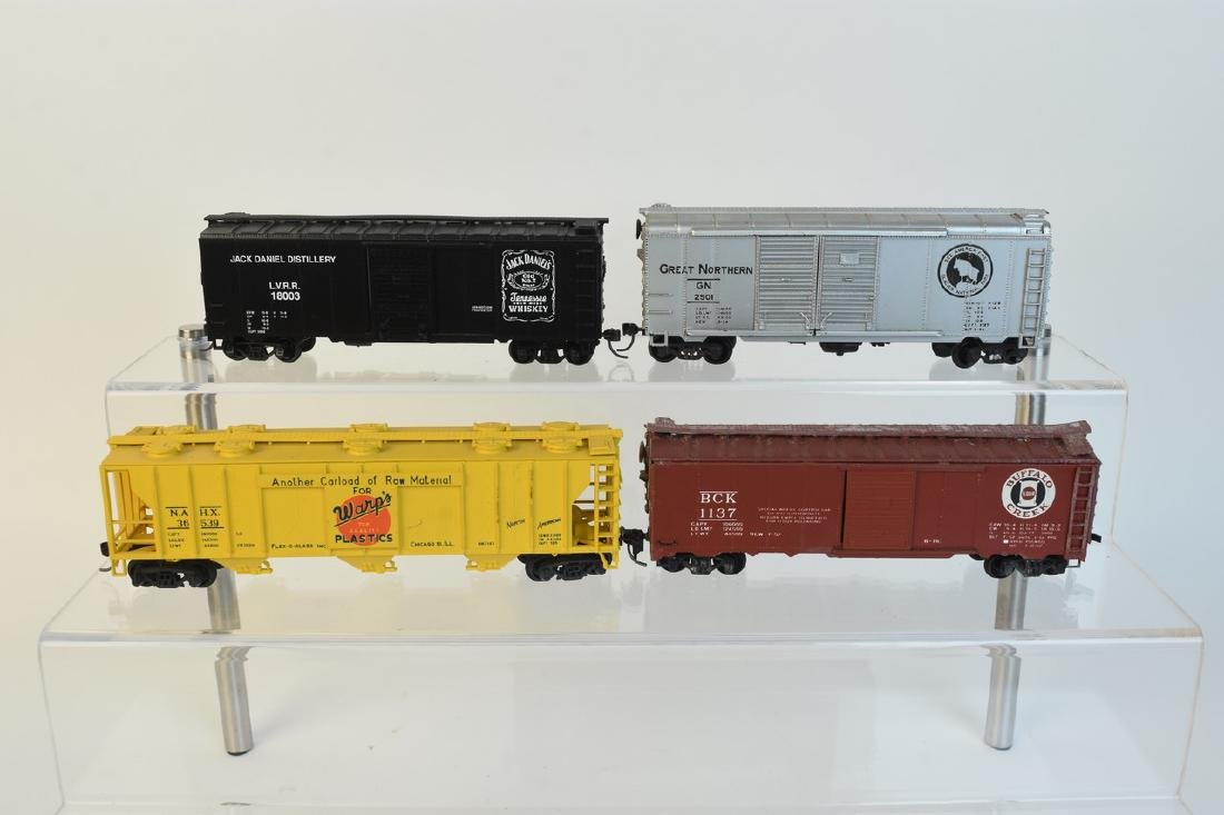 (11) HO Scale Model Freight Cars - 5