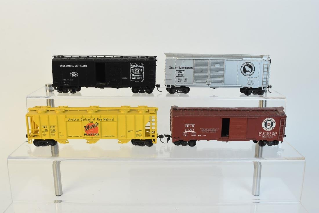(11) HO Scale Model Freight Cars - 6