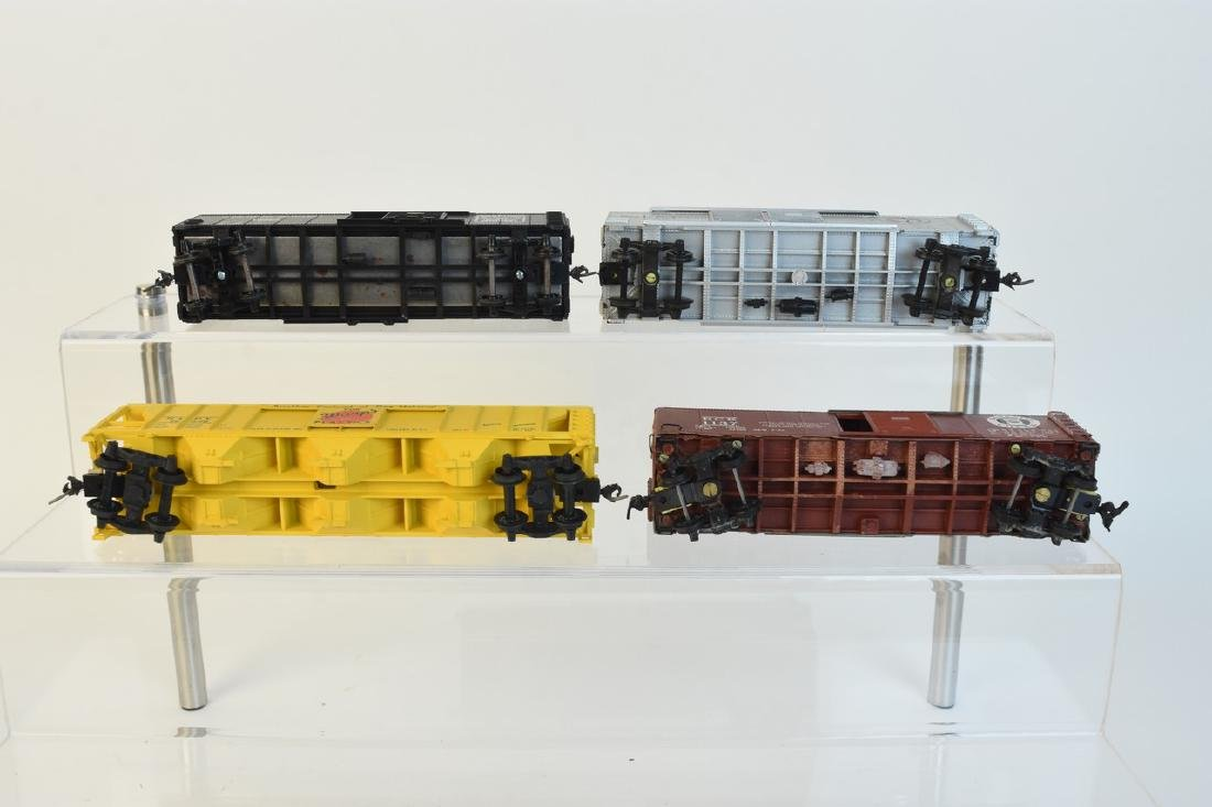 (11) HO Scale Model Freight Cars - 7