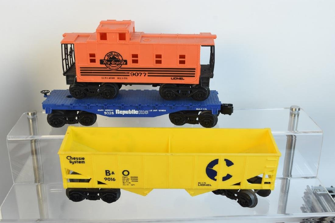Lionel Train Set With Engine, Cars, Track + - 2