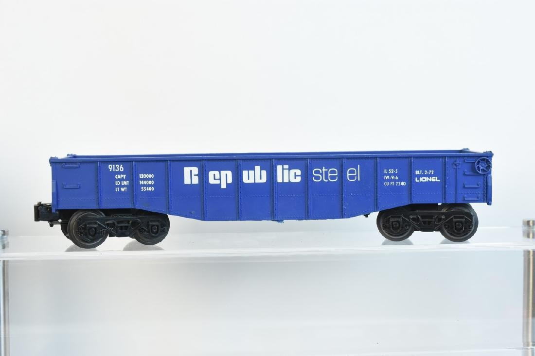 Lionel Train Set With Engine, Cars, Track + - 3