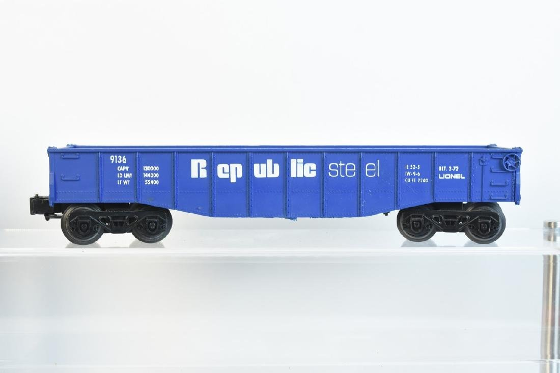 Lionel Train Set With Engine, Cars, Track + - 4