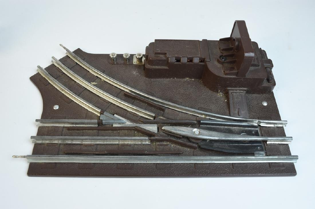 Lionel Train Set With Engine, Cars, Track + - 7