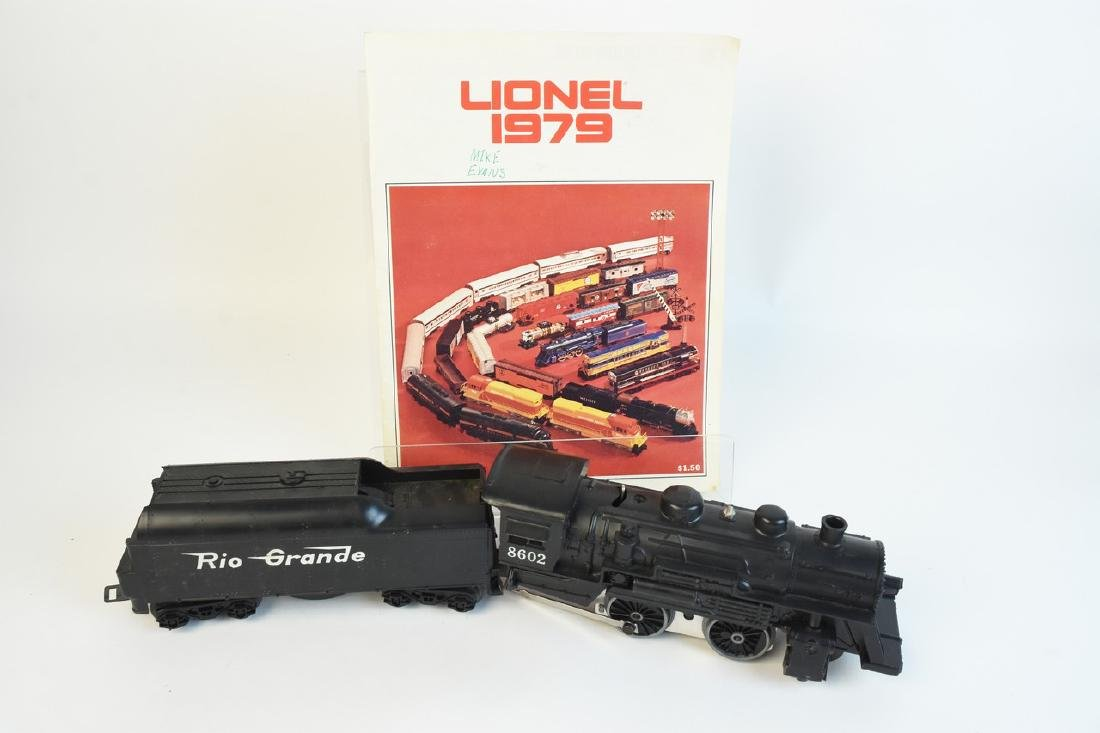 Lionel Train Set With Engine, Cars, Track + - 9