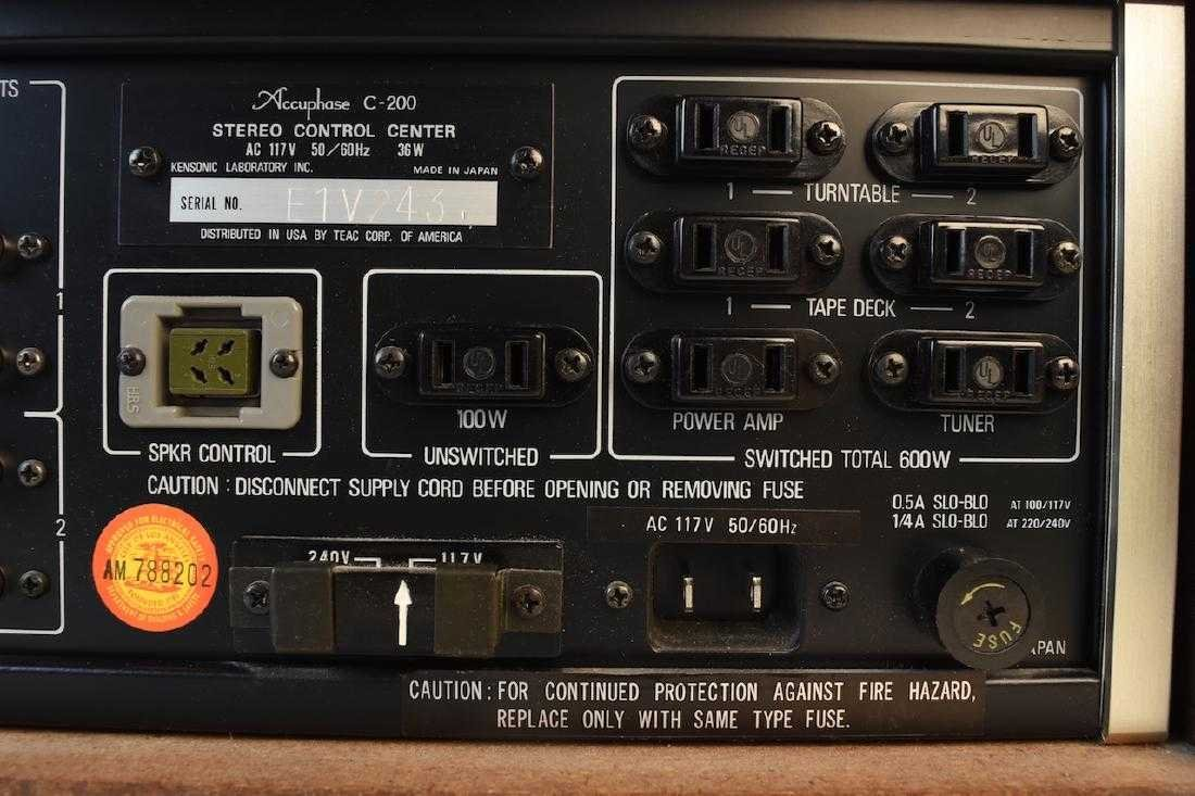 TEAC Accuphase C-200 Stereo Control Center - 10