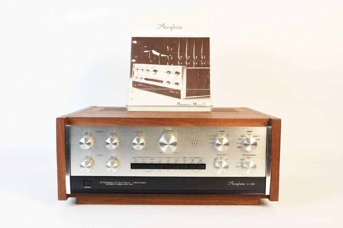 TEAC Accuphase C-200 Stereo Control Center
