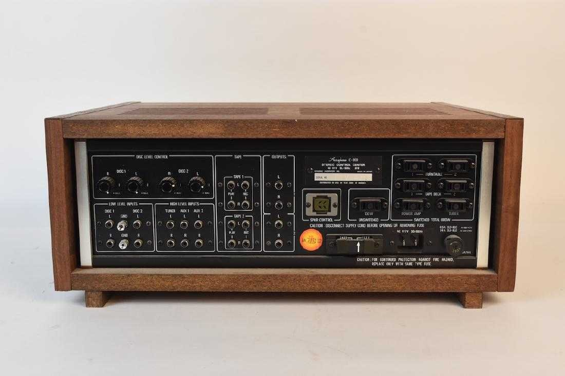 TEAC Accuphase C-200 Stereo Control Center - 8