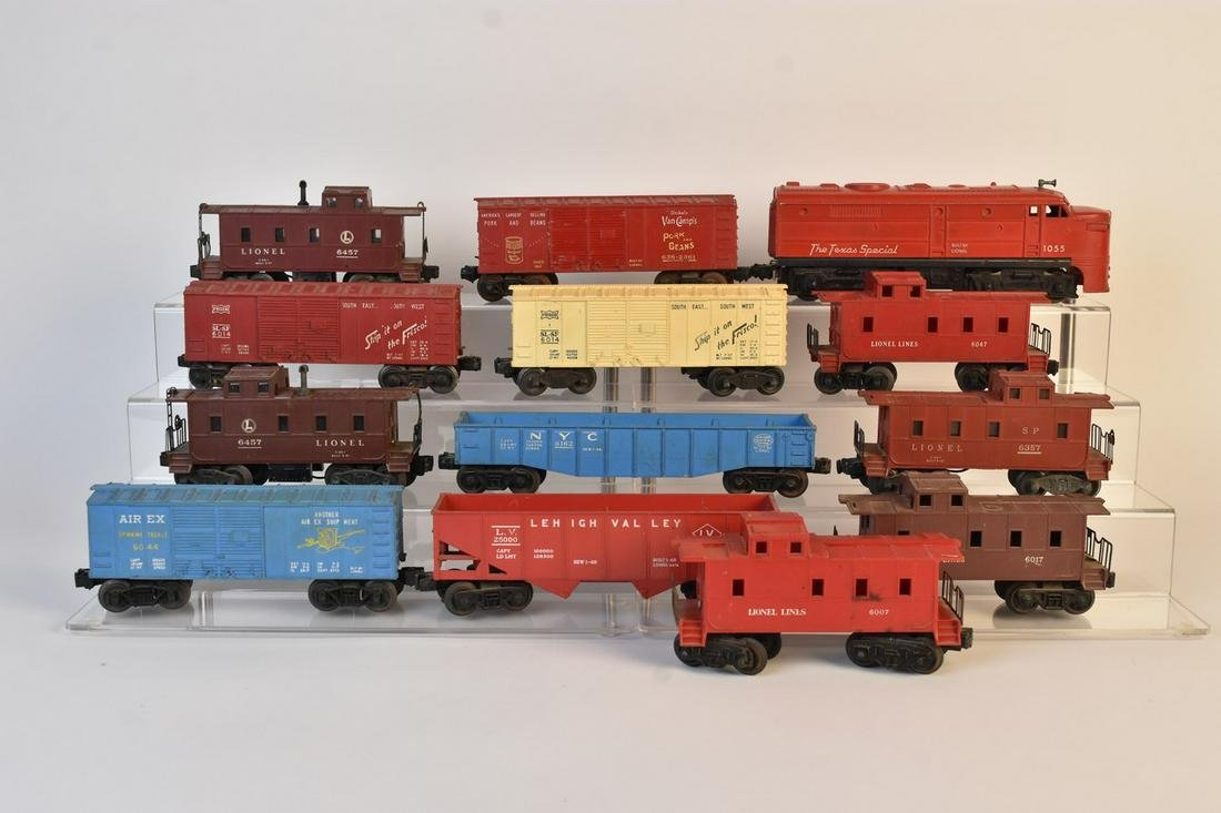 Post War Lionel Texas Special 1055 Engine & (12) Cars