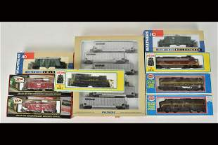 (9) HO Scale Train Cars/Engines Incl. Walthers
