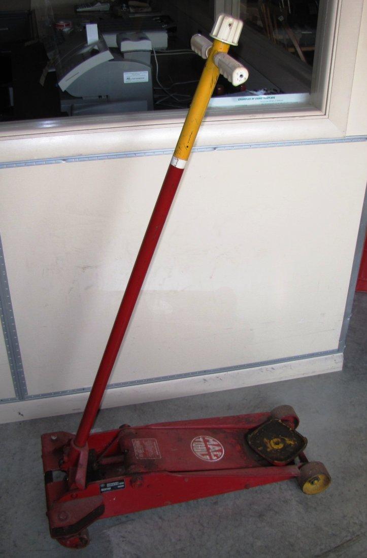 44A: 2 ton capacity Mac Tools floor jack